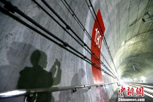 圖為秦嶺隧道。 張遠 攝