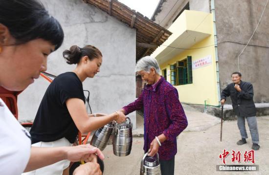 目前,新喻市頤養之家實現了全市409個行政村全覆蓋,實現了對符合條件有需求的老人全覆蓋。 王劍/文 趙春亮/圖